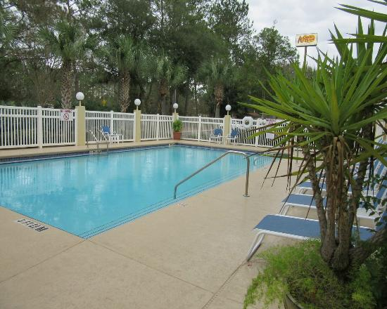 Holiday Inn Express Gainesville/I-75 SW: pool