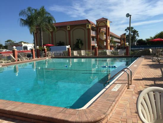 Days Inn Fort Myers: Outdoor Pool View