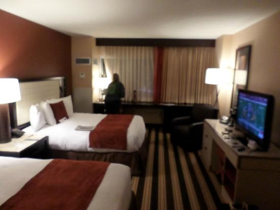 Overton Hotel and Conference Center : Room