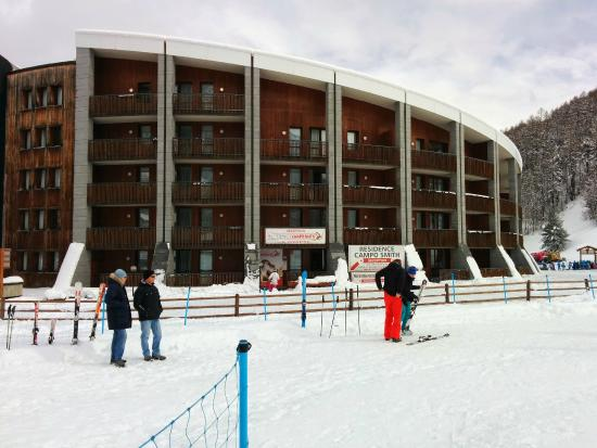 Hotel Rive: The apartments are adjacent to the slopes, not the hotel