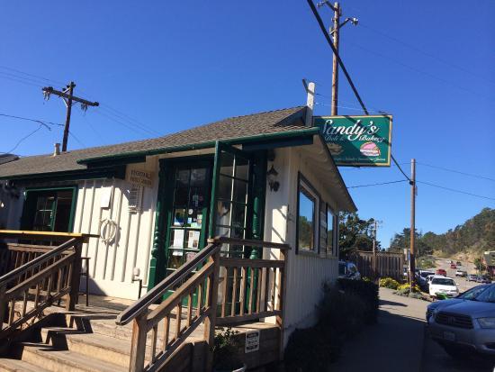 Sandy's Deli & Bakery: Outside