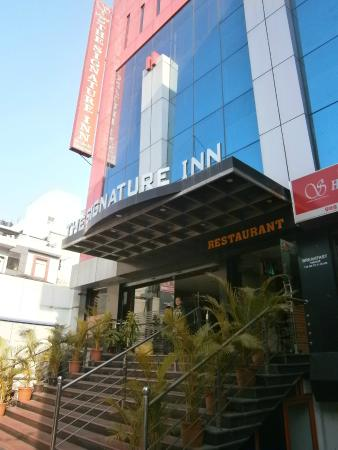 The Signature Inn: hotel entrance