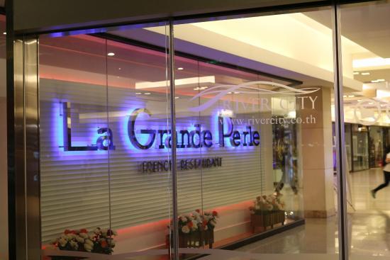 La Grande Perle: the sign