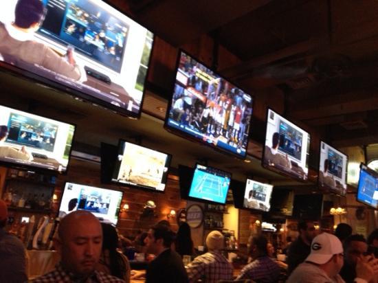 Twin Peaks Restaurants Lots Of Screens To Watch The