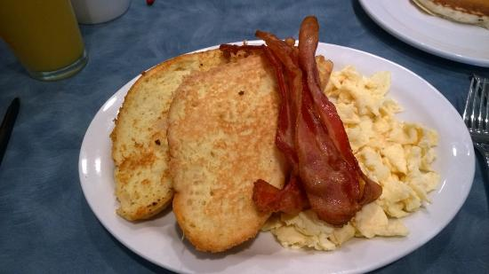 Mom's Cafe: French toast and eggs breakfast