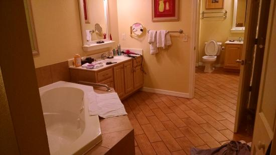 Wyndham Mountain Vista: master bath of 2br, sleeps 8 has 2 vanities, whirlpool tub, walk-in shower, & washer/dryer