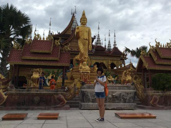 Buddhist temple : temple view