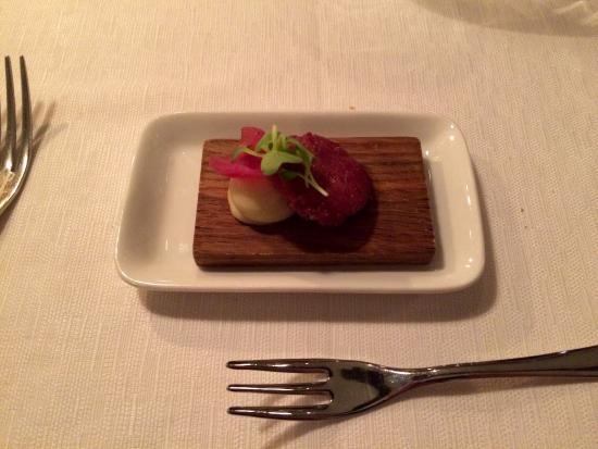 Restaurang Agatan 3: En liten älgkorv mitt i måltiden.