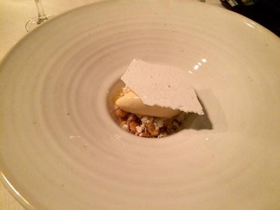 Restaurang Agatan 3: Krossad citronpaj med saltad maräng.
