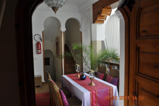 Riad La Fontaine des Anges : Salon à l'étage