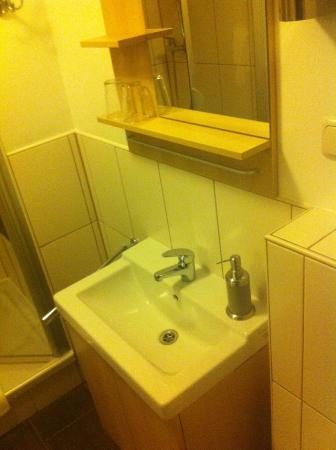 Hotel-Inn Mainblick: Lavabo