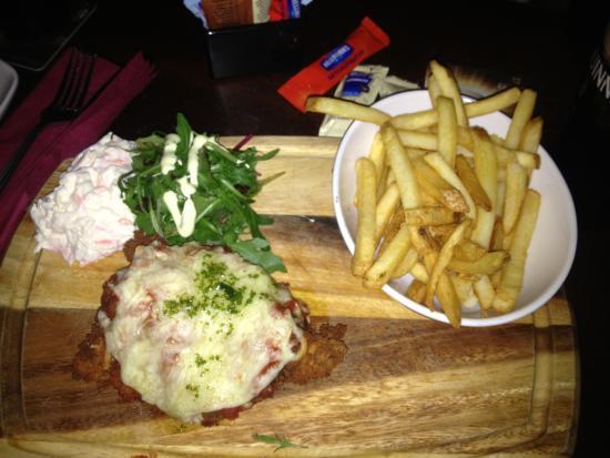 Bad Bobs : pollo fritto con pomodoro e formaggio, contorno di patate fritte