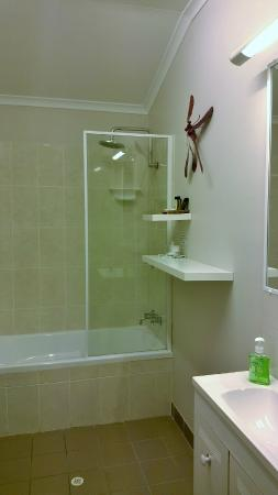 Boutique Bungalows: Practical and nice bathroom