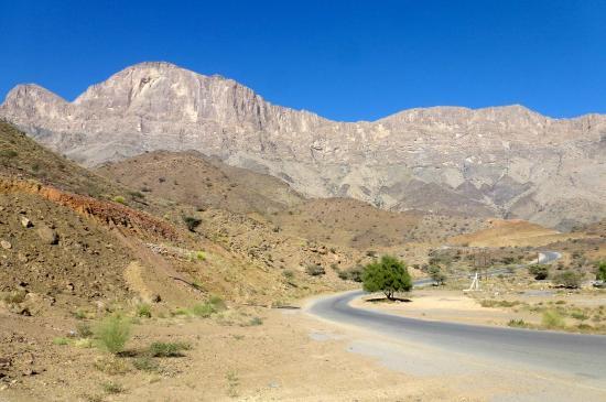 Wadi Ghul - Oman's Grand Canyon: Mountainous landscape from Nizwa