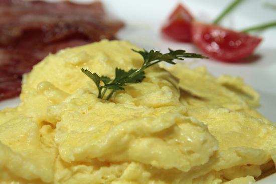 Bush Pillow Guest House: Fluffy Scrambled Eggs