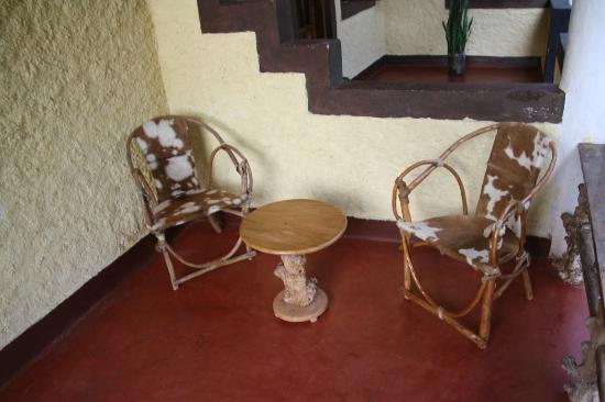 Tanzania Ric Lodge : Sitting area outside our room