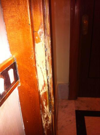 Siracusa Hotel: Puerta de la habitación 303