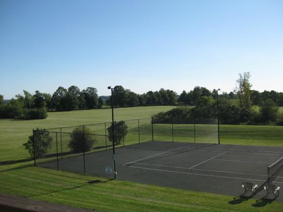 HighFields Spa: Tennis court