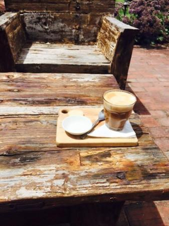 Maxwell's Ellen Street Restaurant: Latte on the lovely rustic outdoor seats!