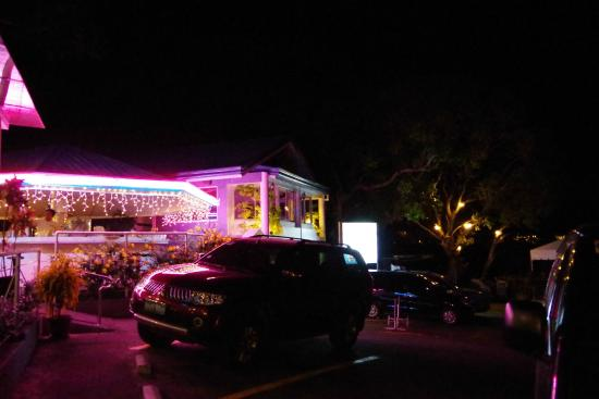 Mr. A Bar & Restaurant : 外観