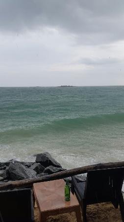 Full Moon Beach Resort: The rainy day is not a rainy day here