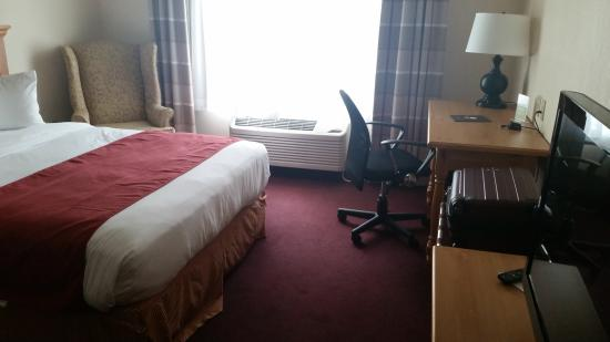 Country Inn & Suites By Carlson, Cortland: our room