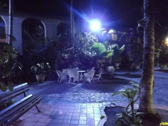 Hotel Solar do Imperador: Iluminação noturna com ar mágico e aconchegante.
