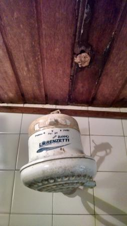Pousada vivenda das Bromelias: Chuveiro do quarto 3