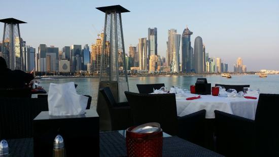 Al Mourjan : جلسات المطعم الخارجية جميلة، وإطلالته على كورنيش الدوحة أكثر من رائعة !