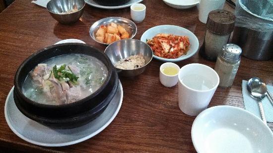 Baegje Samgyetang: 蔘鶏湯