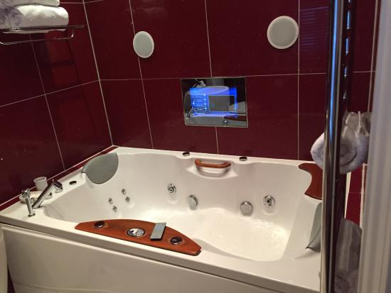 The Clarence Boutique Hotel Jacuzzi Bath In Superior Room