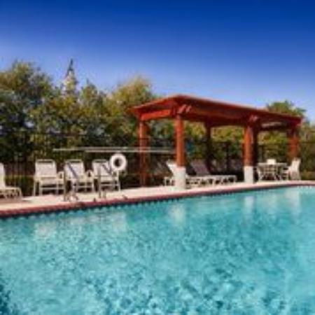 BEST WESTERN Roanoke Inn & Suites: Pool side