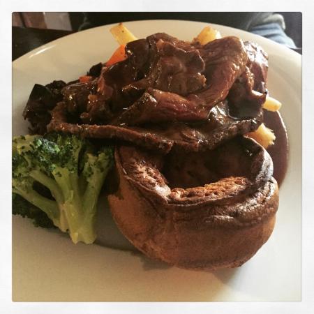 The Mitre: 10/10 beef roast ��
