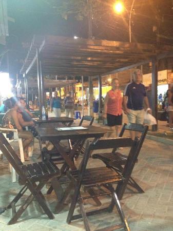 Pousada Porto Tropical: Aqui é no centro onde tem as lojas de artesanatos e restaurantes bem movimentado, uma delícia