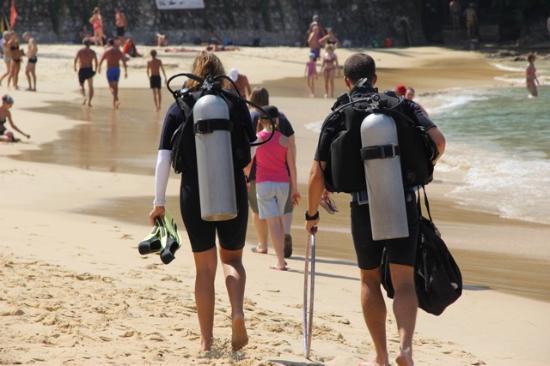 Phuket Scuba Club : Setting off to dive at the Karon Beach House Reef
