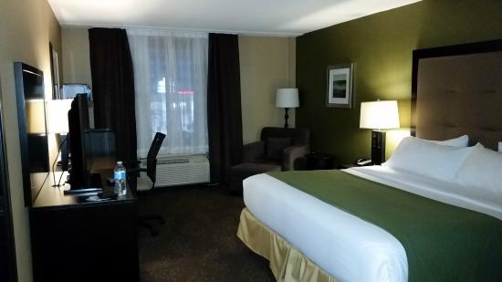Holiday Inn Express Hotel And Suites Timmins : Room on 2nd flr: spacious, comfortable, with fairly modern décor
