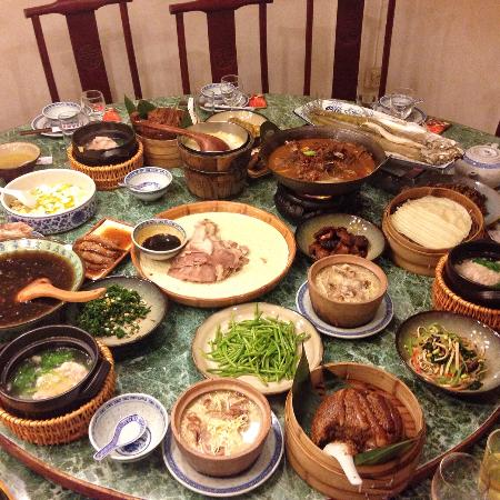 Nanjing Impressions (Shiziqiao) : The food is full of the table