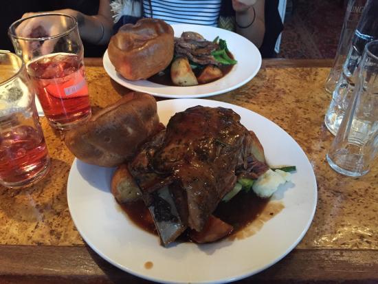 The Andover Arms : Sunday roast.  Yummy