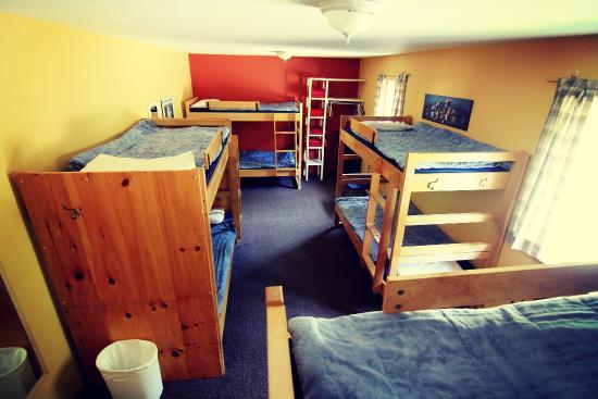 HI Mont-Tremblant: Shared room - Chambre partagée