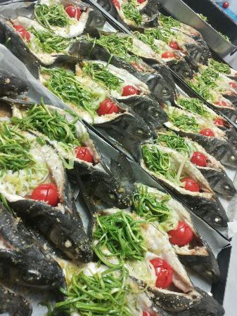 Hotel Cadiz: branzini al forno , pesce tutti i giorni