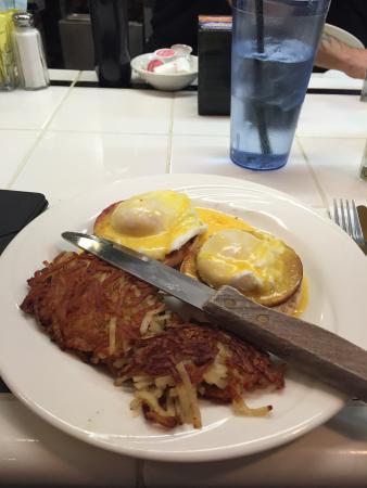 DOC Taylor's Restaurant: Eggs Benedict.