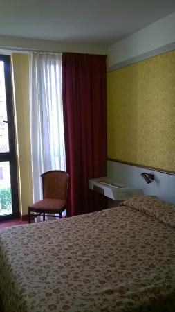 Maxim Hotel: Кровать