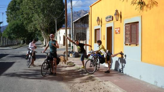Huayra Sanipy: despidiendo amigos viajeros en bici