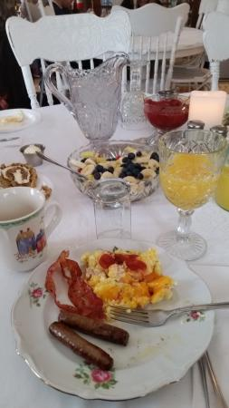 A Night to Remember B & B : So delicious...wish I could have it every morning!