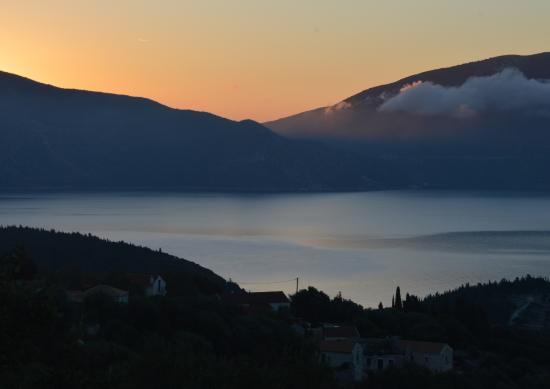 Alexanna Apartments : Sunrise over Ithaka