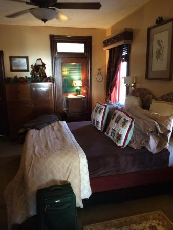 Colonial House on Main Bed & Breakfast: Super comfy bed