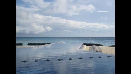 Kuramathi: Infinity pool