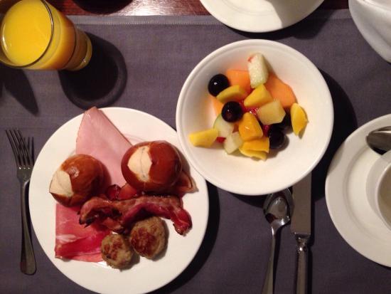 Dorint Hotel An der Kongresshalle Augsburg: Petit déjeuner copieux !