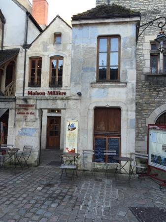 Maison Milliere: The entrance and small courtyard.