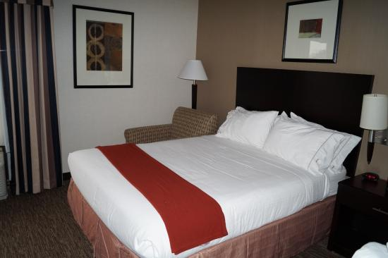 Holiday Inn Express Seaford-Route 13: The very comfortable and clean bed